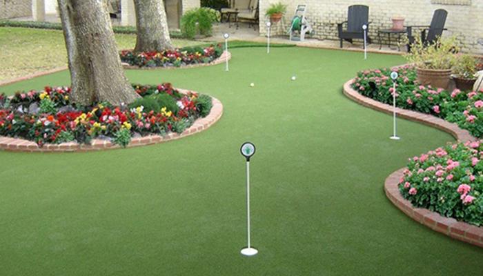 Sân tập golf trong vườn